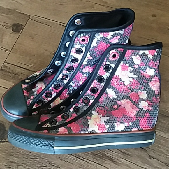 8c5d297c588a Must Go⬇️Girls Floral Wedge Sneakers